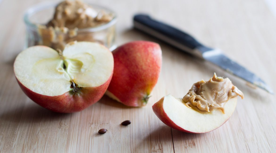 apple-slices-with-nut-butter